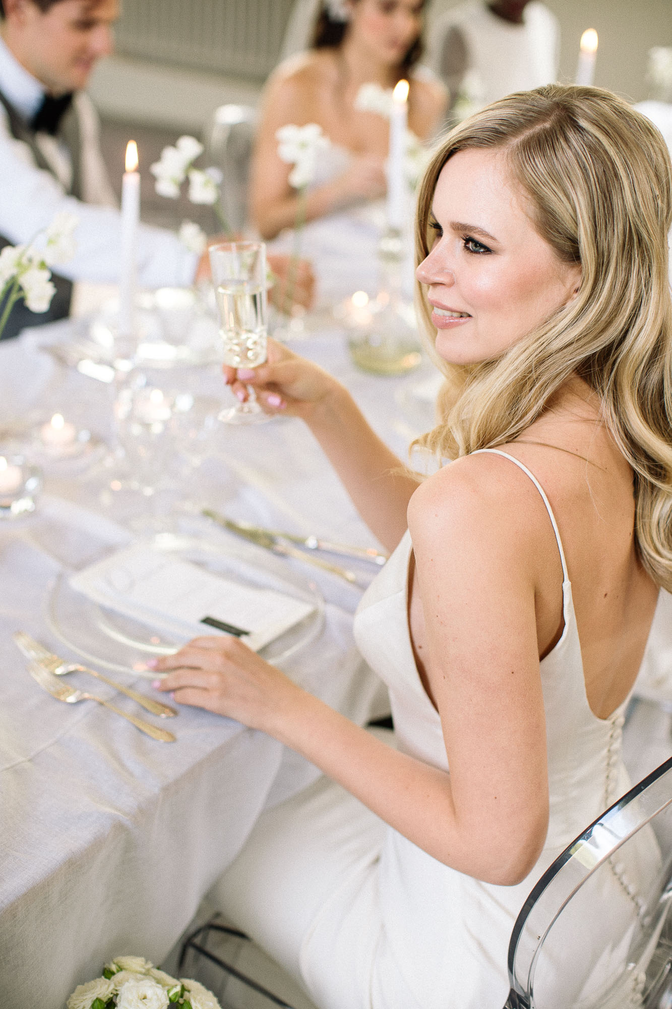 natural-bride-sitting-at-wedding-table-laugh-in-london