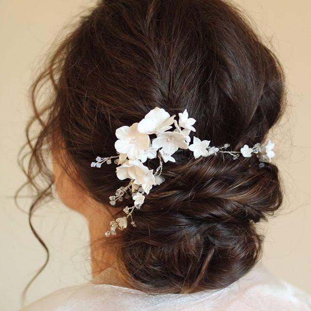 Romantic-bridal-bun-with-hair-accessory