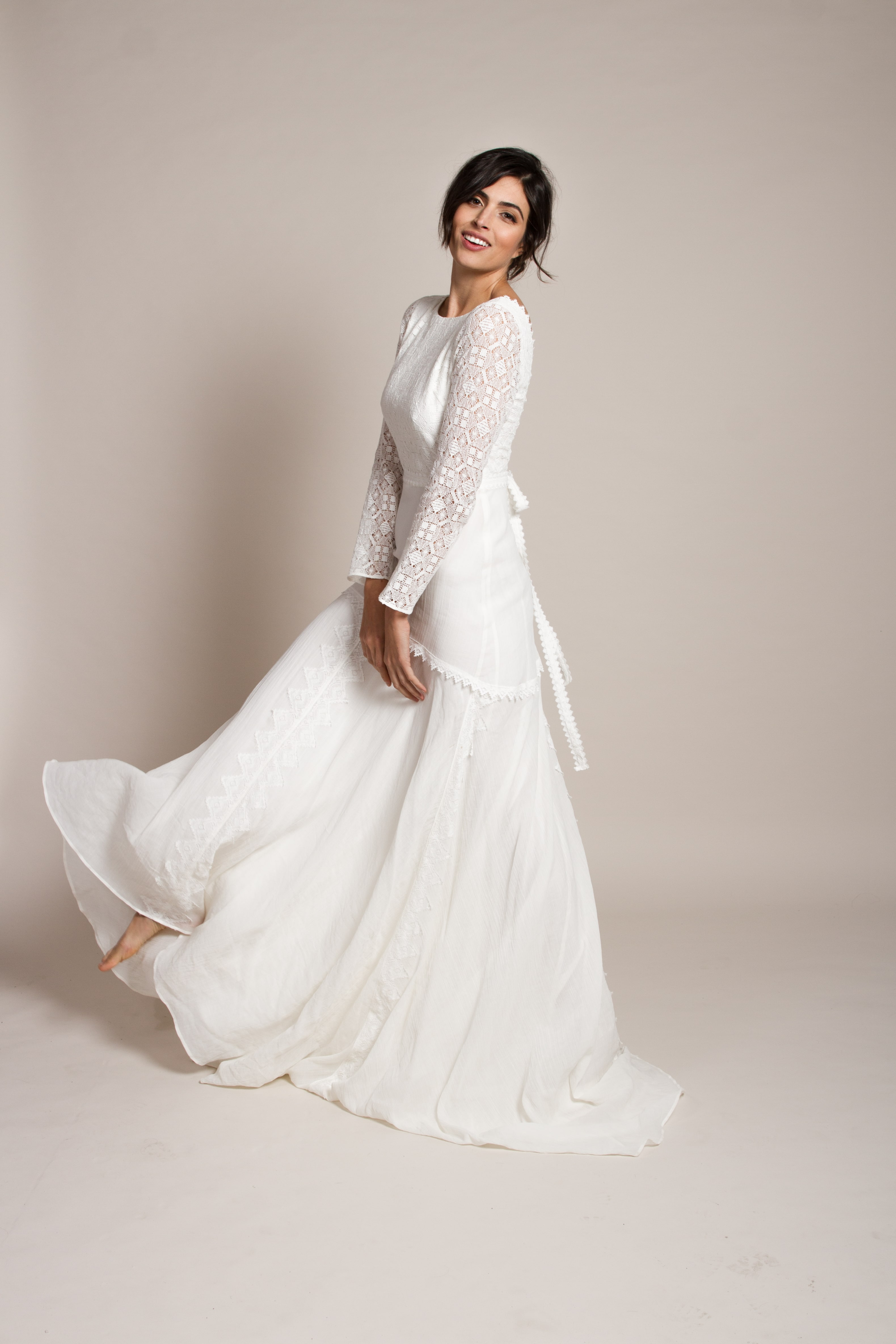 boho-bridal-image-women-in-wedding-dress