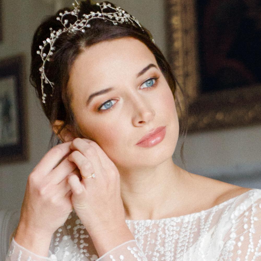 Close-up-natural-wedding-makeup-and-hair