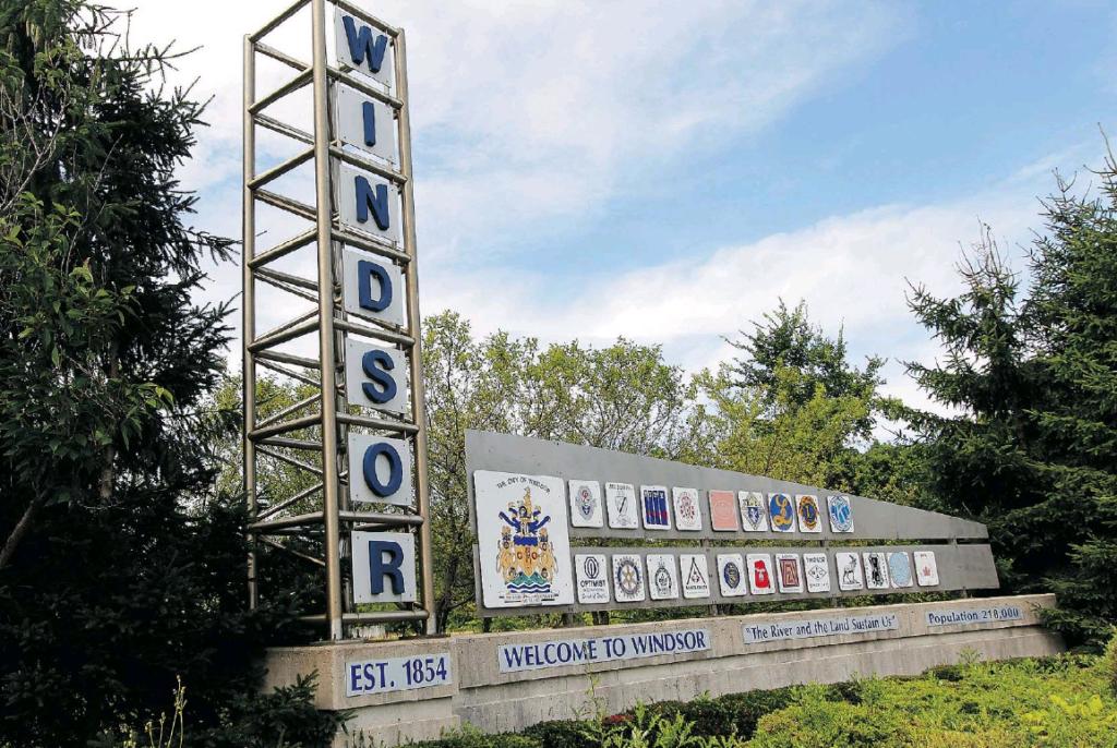 Windsor Ontario welcome sign