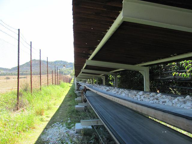 FCB pás je určený k přepravě sypkých materiálů s malou kusovitostí, tj. k dopravě písku, popela, štěrku apod.