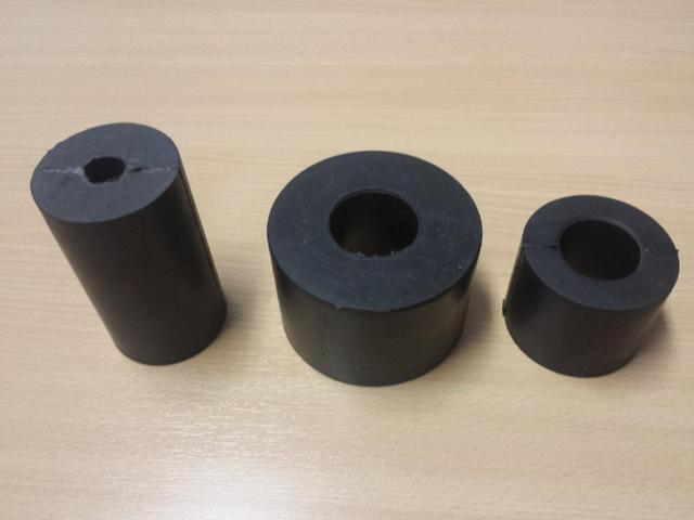 We offer rubber rollers of various sizes.