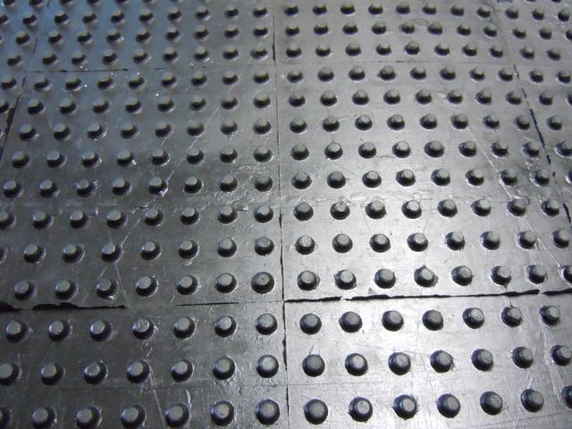 Gumové podlahy - kladívko a KENO profil