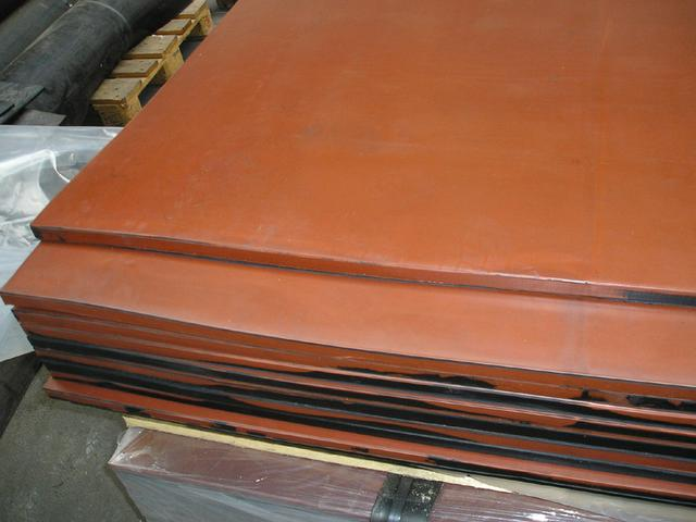 Rubber desks are a landing decelerating element on the ends of bowling tracks.