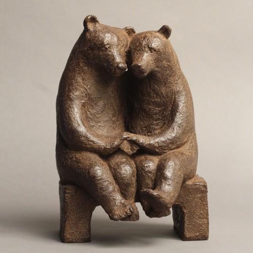 Sculpture réalisée par Sophie Verger en bronze de 2 ours amoureux.