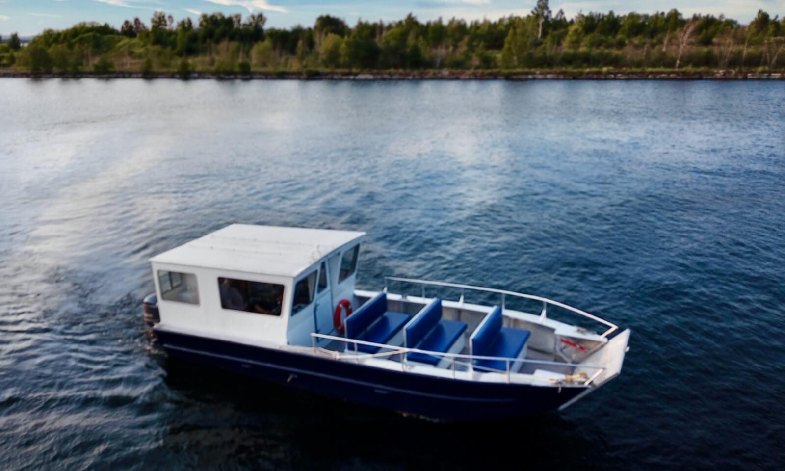 Le Petit OisEau on route to Baie Fine Fjord.