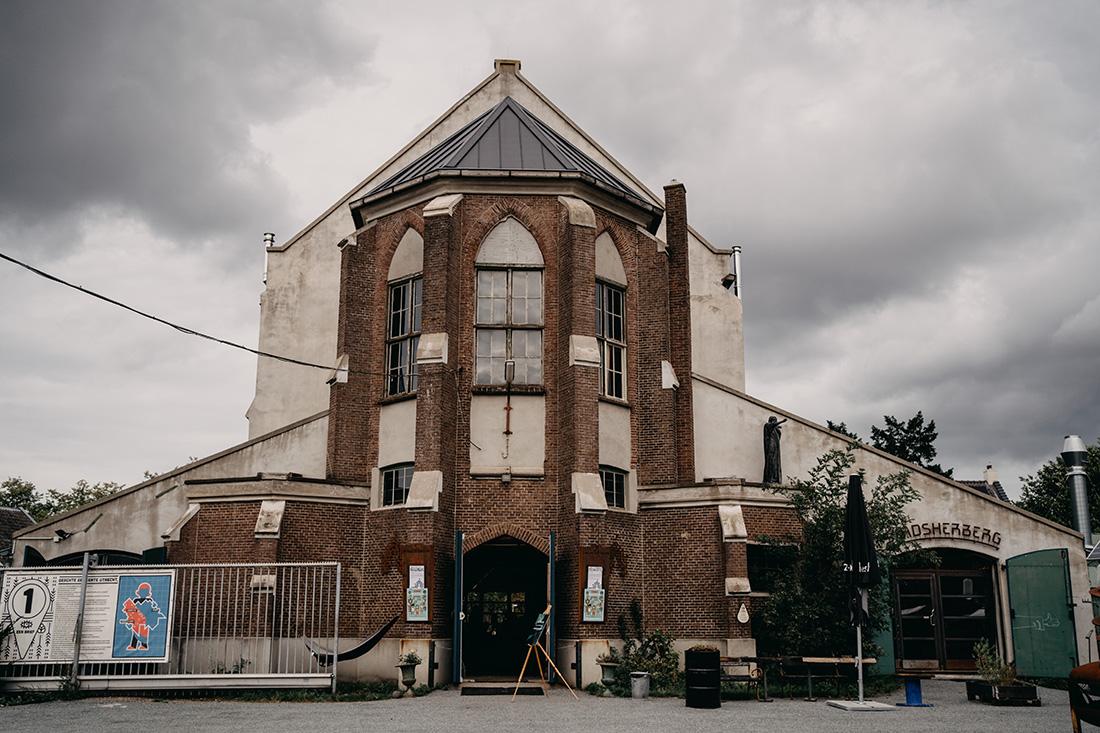 Voorkant Metaal Kathedraal in Utrecht