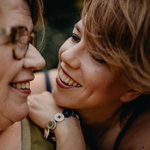 glimlachende bruidspaar in nijmegen