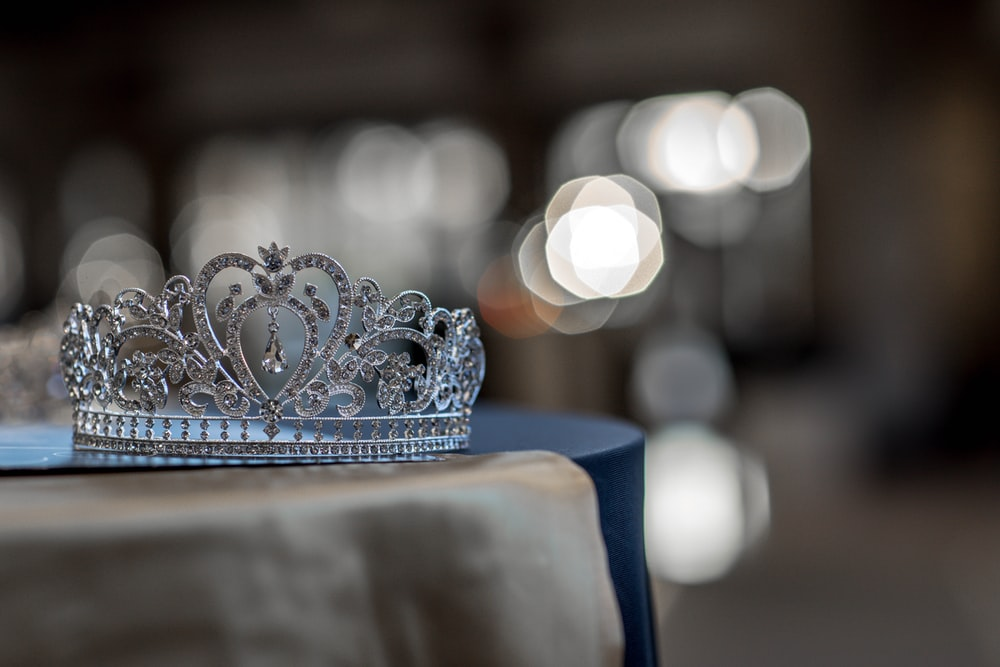 silver-colored crown