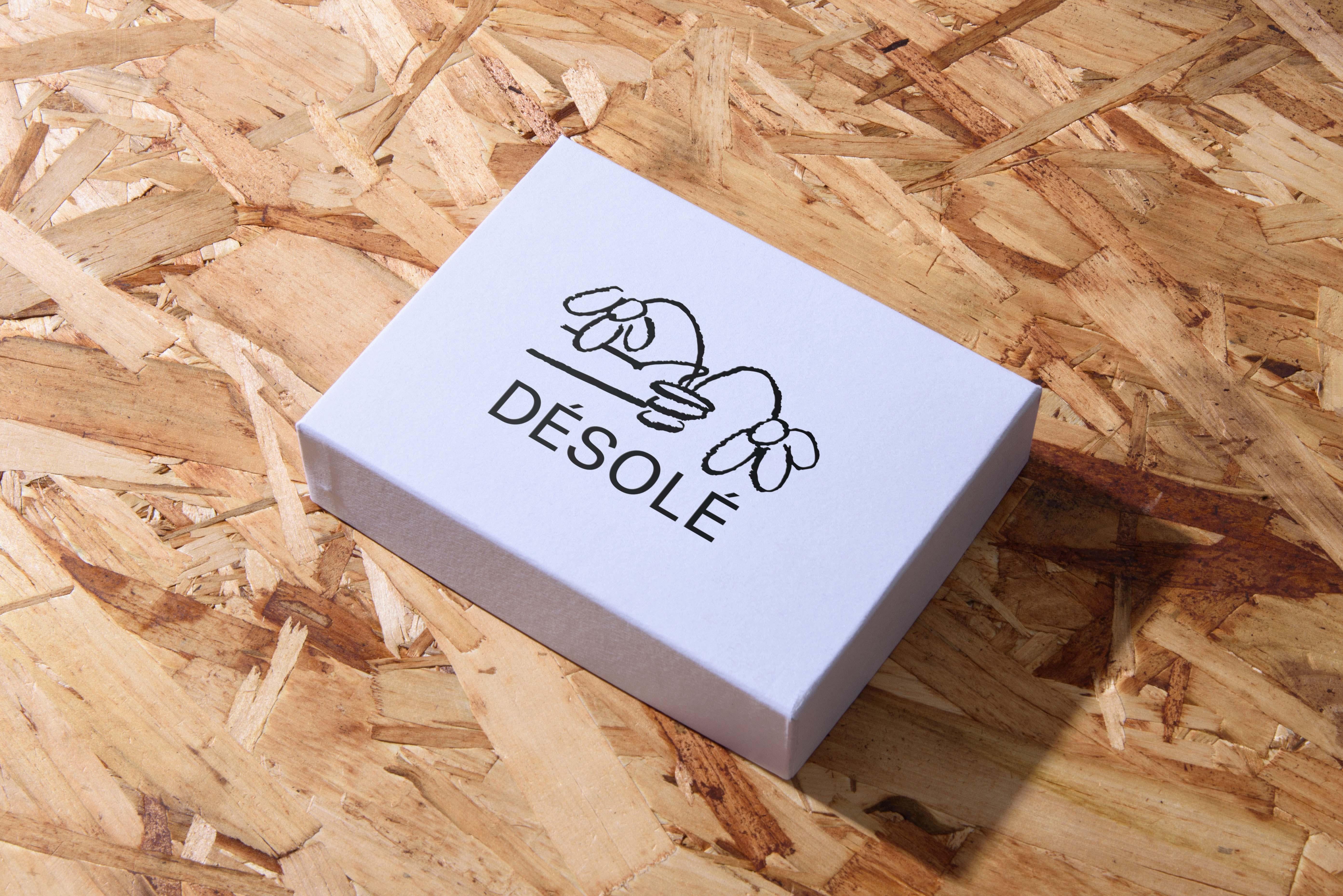 Désolé branding on packaging