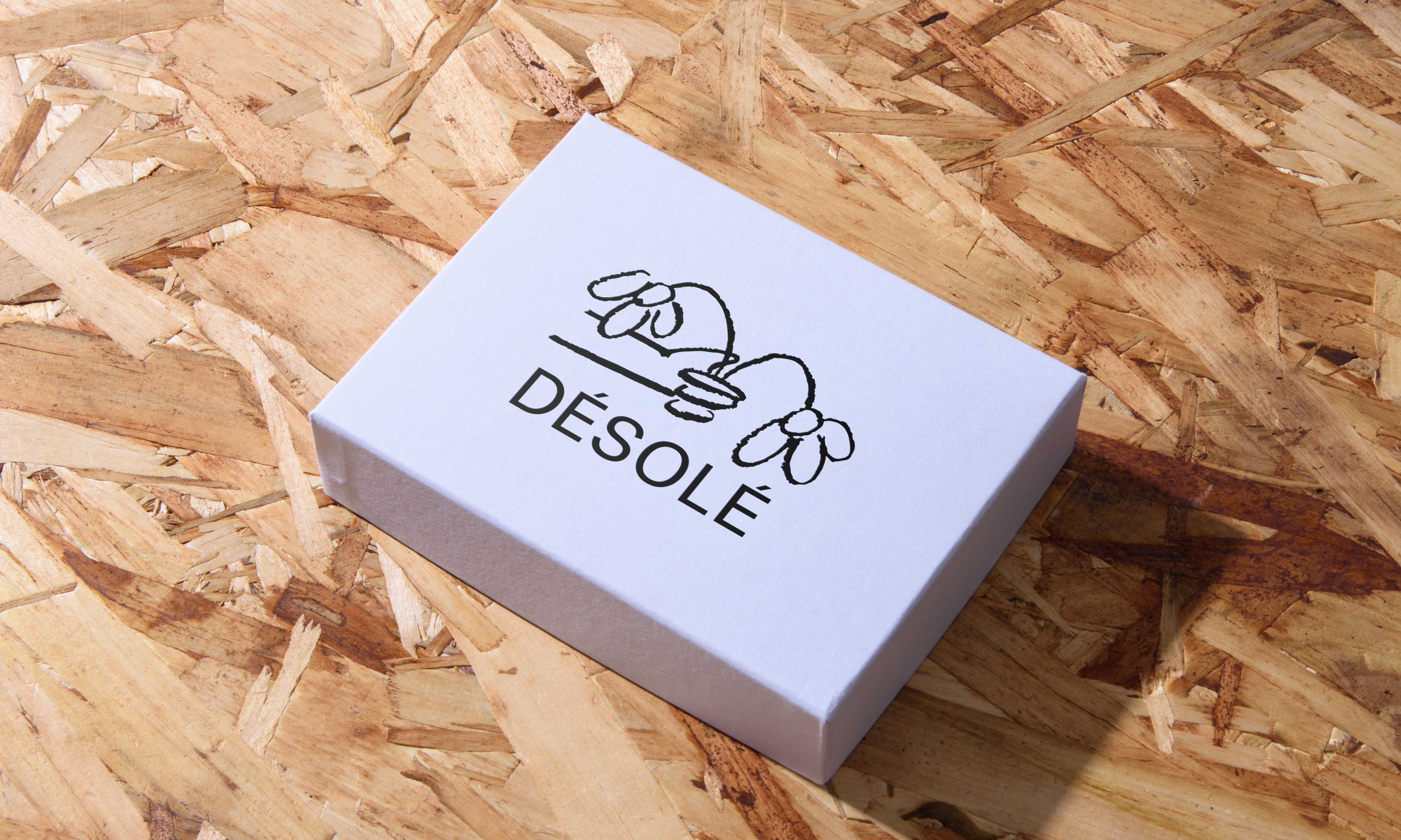 White packaging box with Desole's Branding