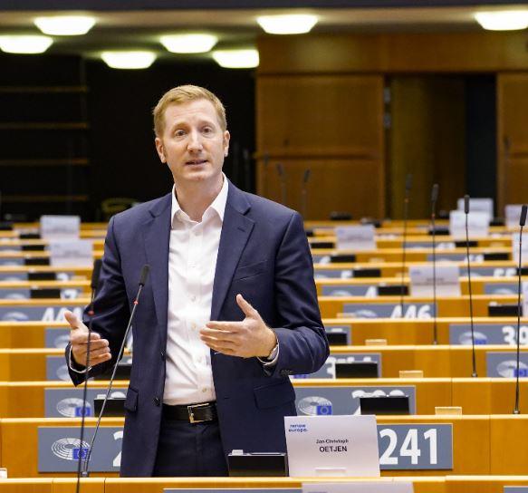 Bericht zur Achtung der Demokratie und der Grundwerte auf den Weg gebracht