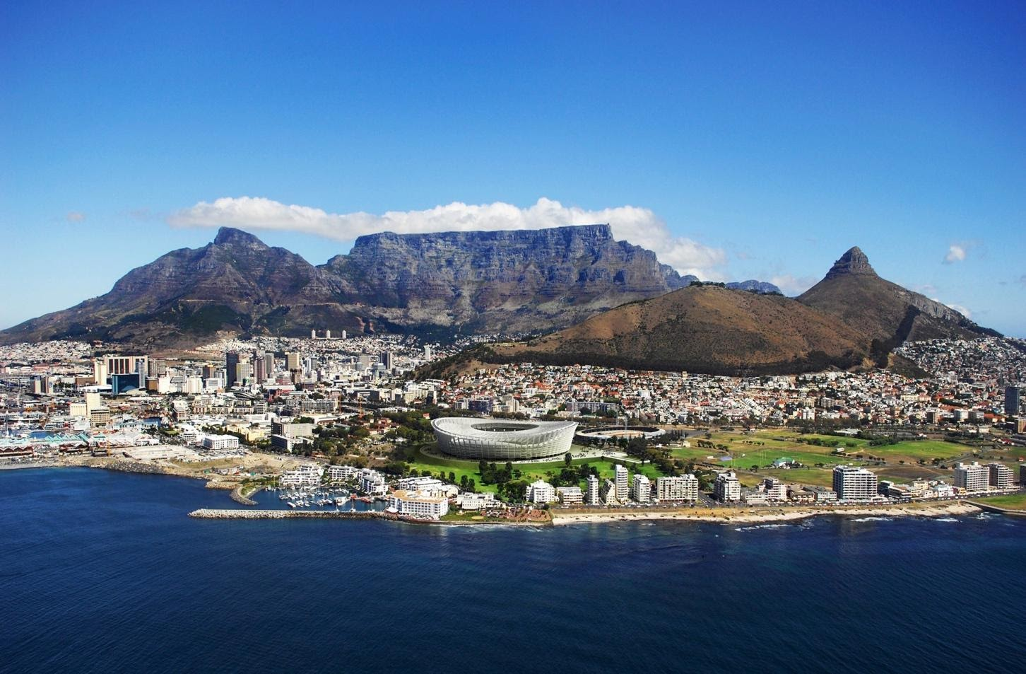 The Iconic Table Mountain, with breathtaking views overlooking the mother city.