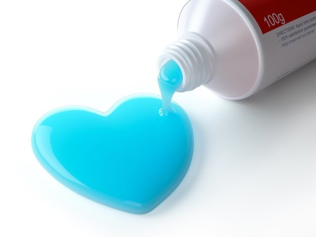 toothpaste-in-the-shape-of-heart-coming-out-from-QSDFENT-min.jpg