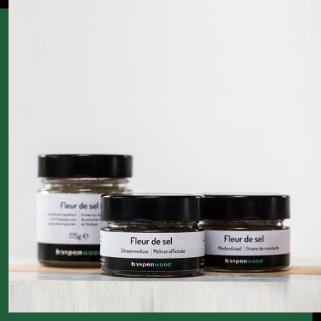 Gerookt fleur de sel - 100% natuurlijk, traditioneel met de hand geoogst op Île de Noirmoutier en ambachtelijk koud gerookt met appelhout uit de Haspengouwse laagstamboomgaarden.