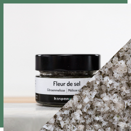 Smoked fleur de sel with lemon balm 100g - The lemon balm is hand-harvested in private gardens in Haspengouw, then air-dried and grinded. Its subtle flavor pairs well with fish.