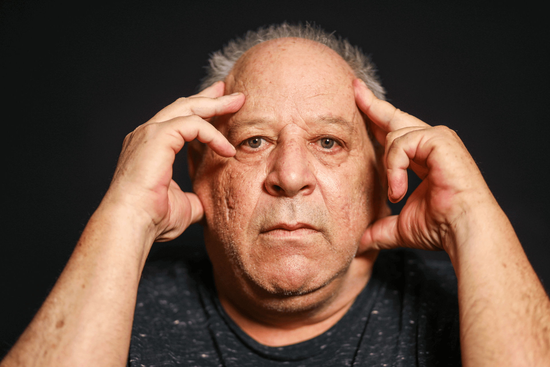 """""""המאבק פגע בבריאות, במשפחה ובפרנסה שלי, אבל לא יכולתי אחרת, חשבתי שאני משתגע"""". יצחק בקרינג (צילום תמונה ראשית: שלומי יוסף. צילומים נוספים בכתבה: לע""""מ, הסנגוריה הציבורית, ויקיפדיה)"""