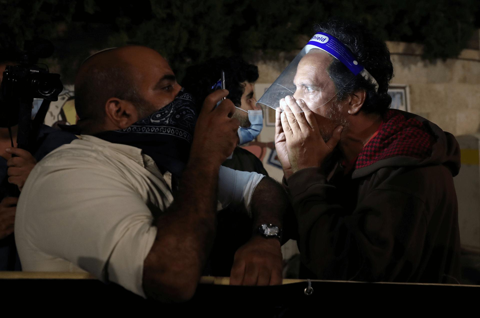 מפגינים מימין ומשמאל בעימות חזיתי בירושלים, אוקטובר 2020. צילום: רויטרס