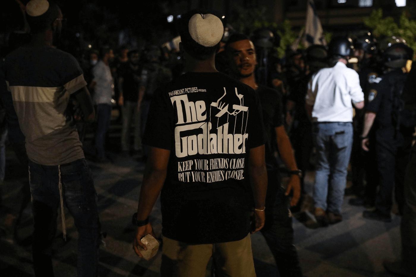 פעיל ימין אמש בשעות הלילה בעיר לוד (13.5). צילום: רויטרס