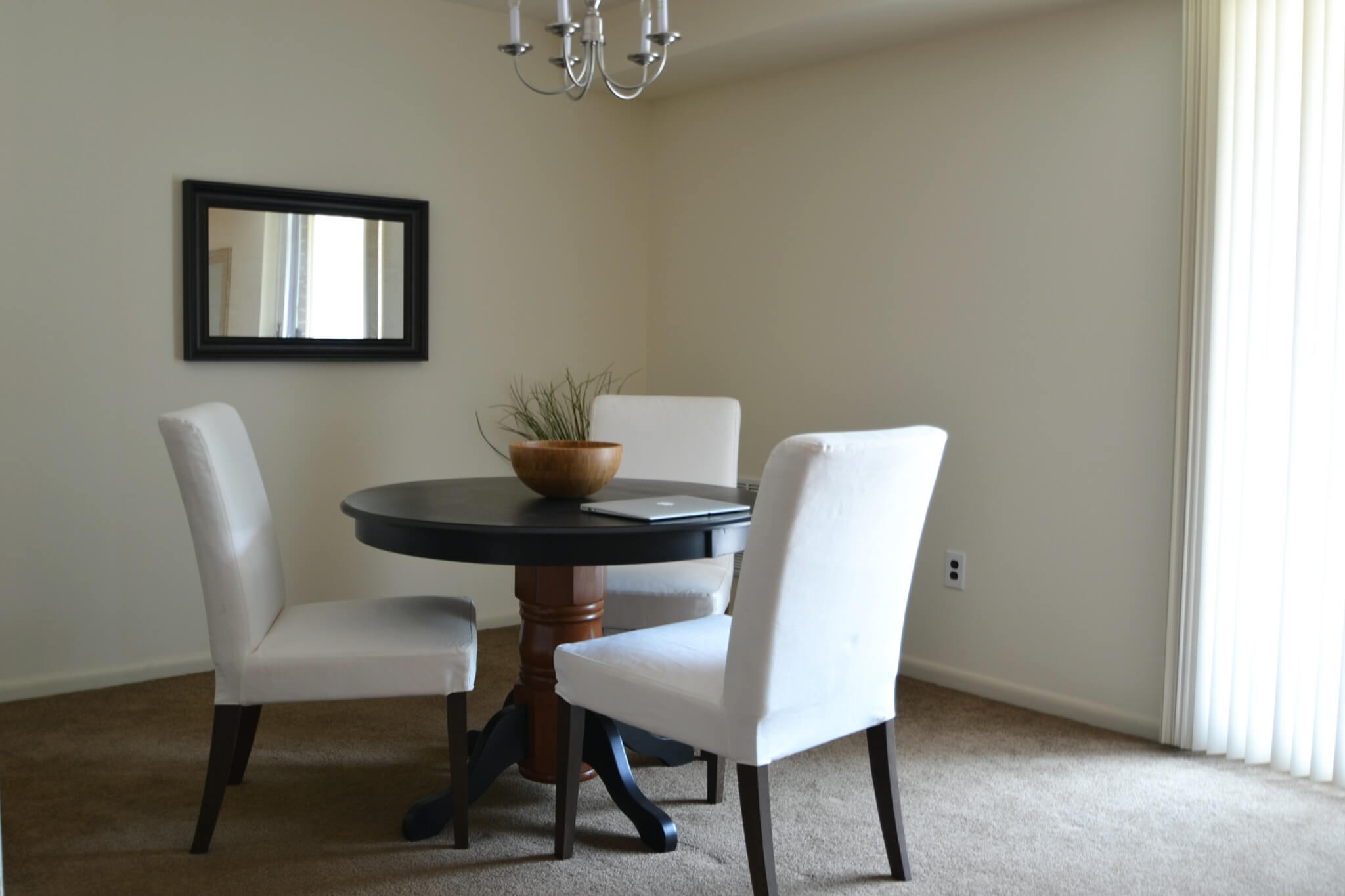 1 Bedroom Apartment Seating Area, Table