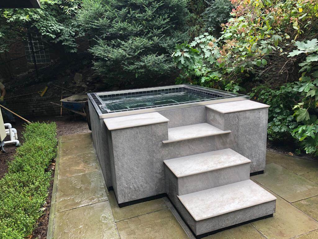 Hot Tubs - Dell Outdoor