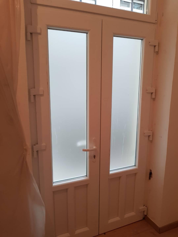 Kétszárnyú ajtó belülről