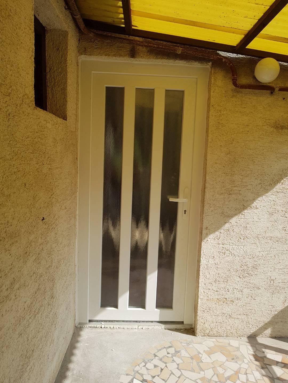 Modern ajtó