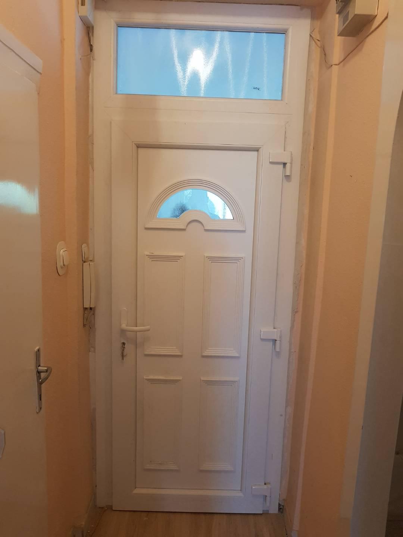 Letisztult ajtó