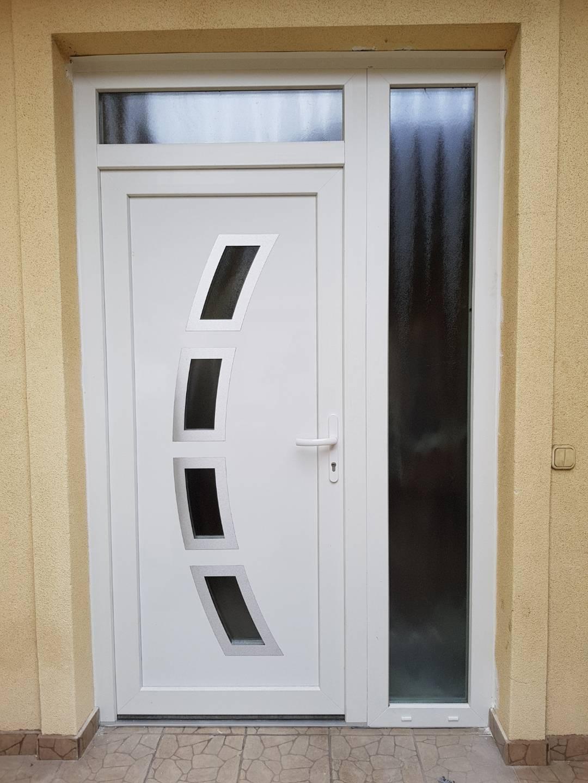Kibővített bejárati ajtó