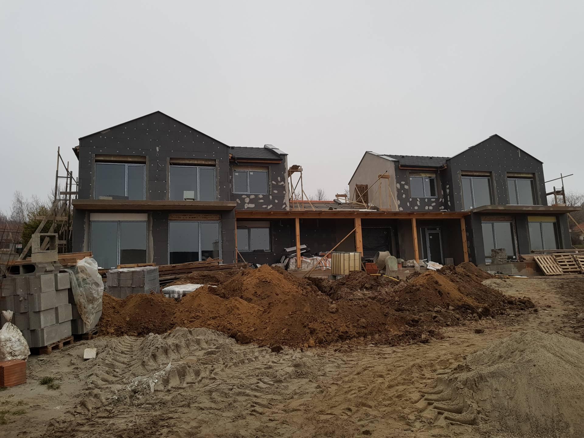 Családi ház építkezés új ablakokkal