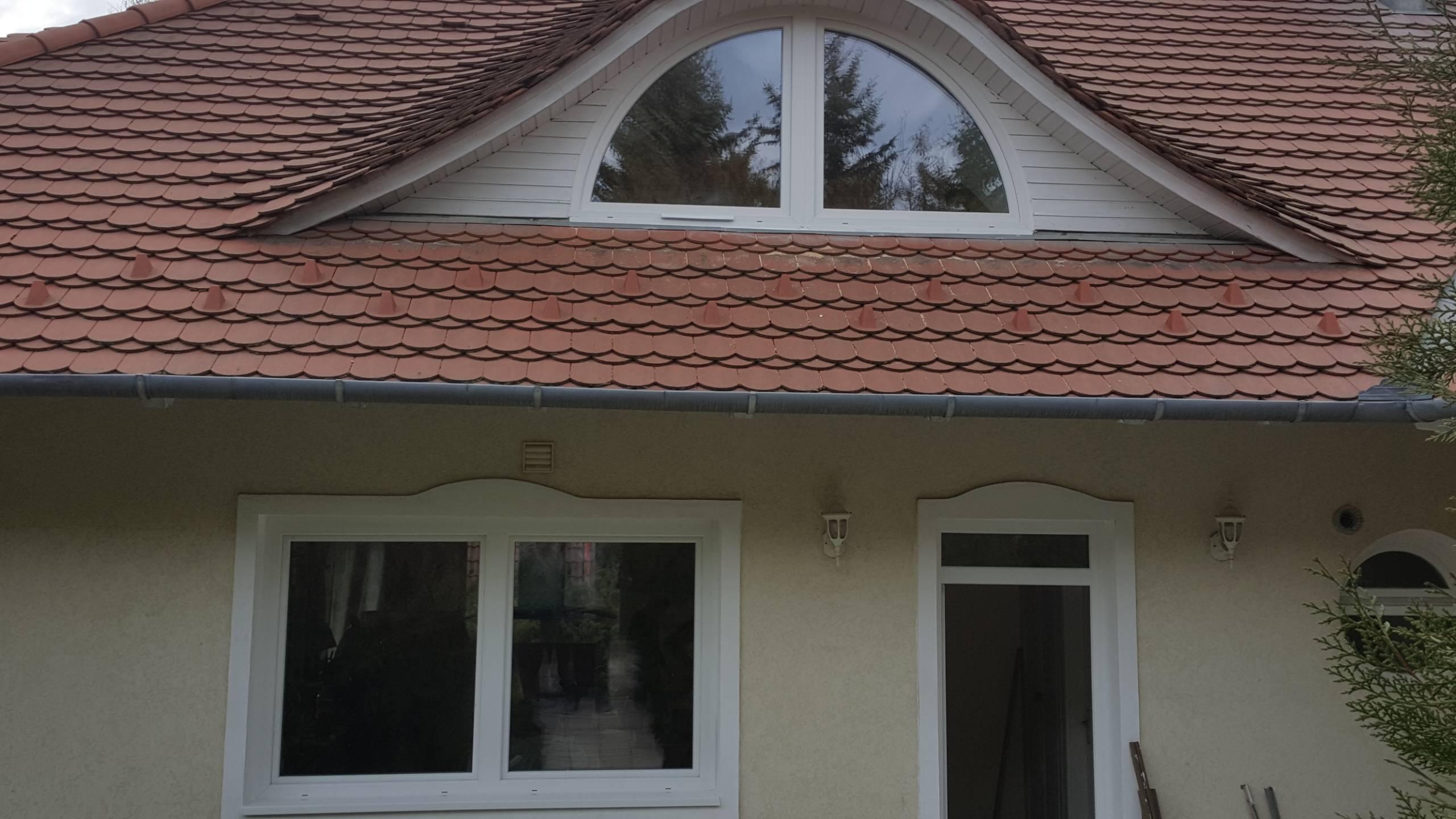 Családi ház új ajtóval és ablakokkal