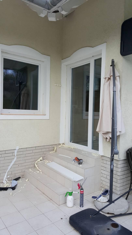 Díszes ajtó és ablak