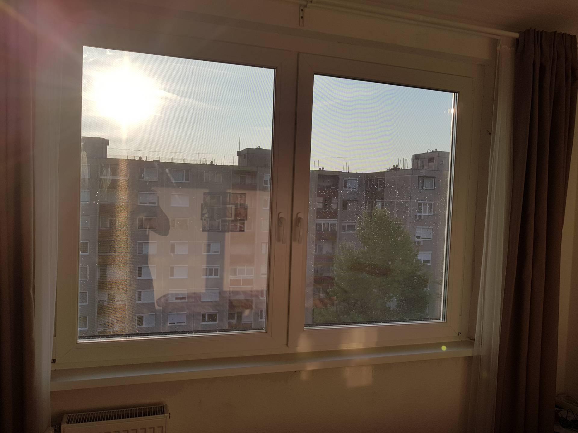 Gyönyörű új modern ablak