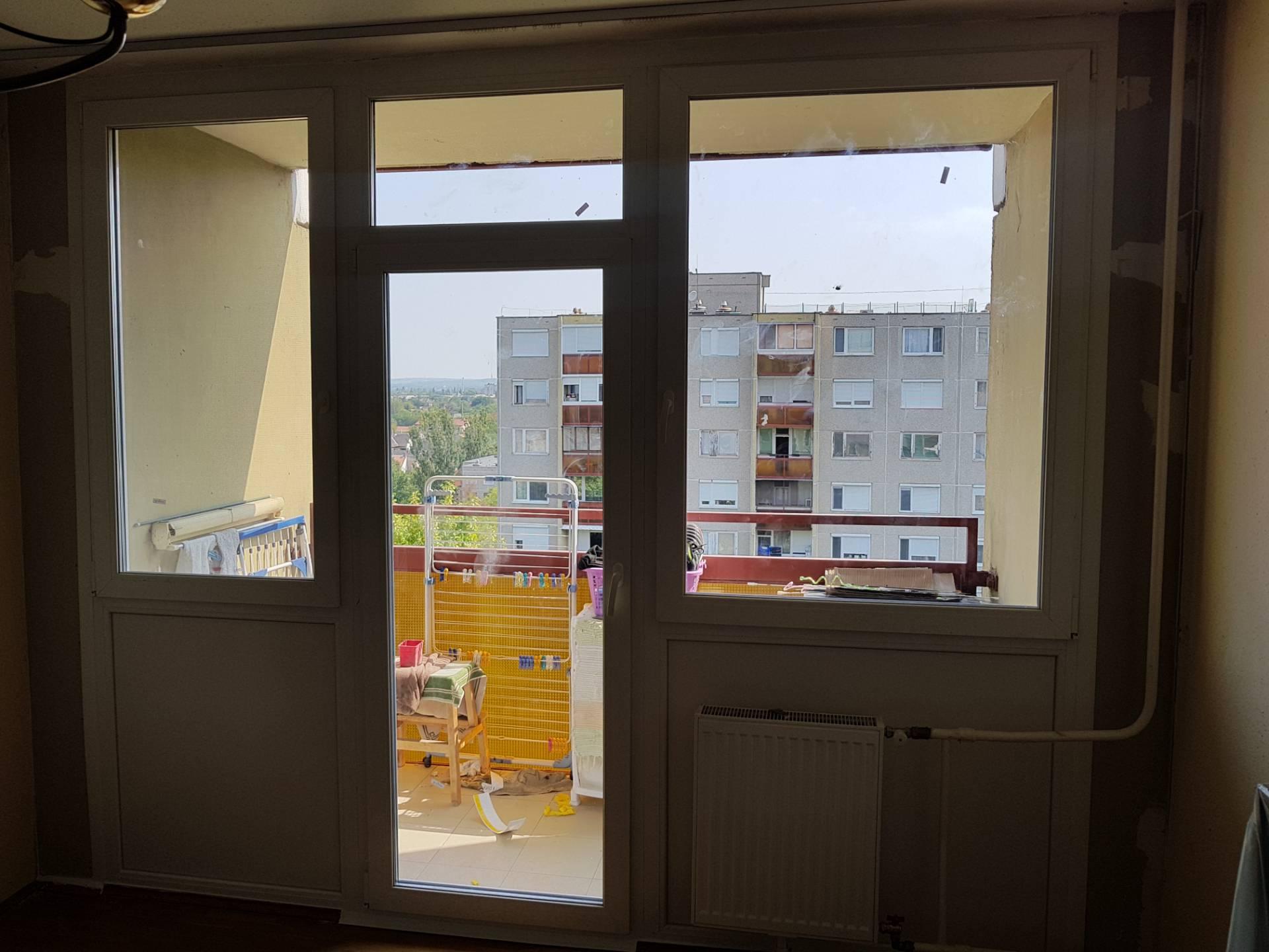 Panel erkélyajtó és ablakok
