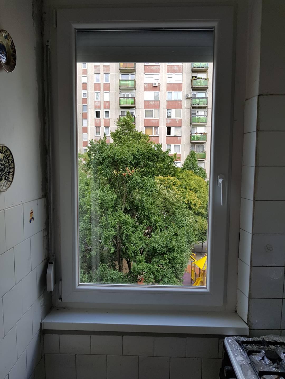 Ízléses új ablak a konyhában