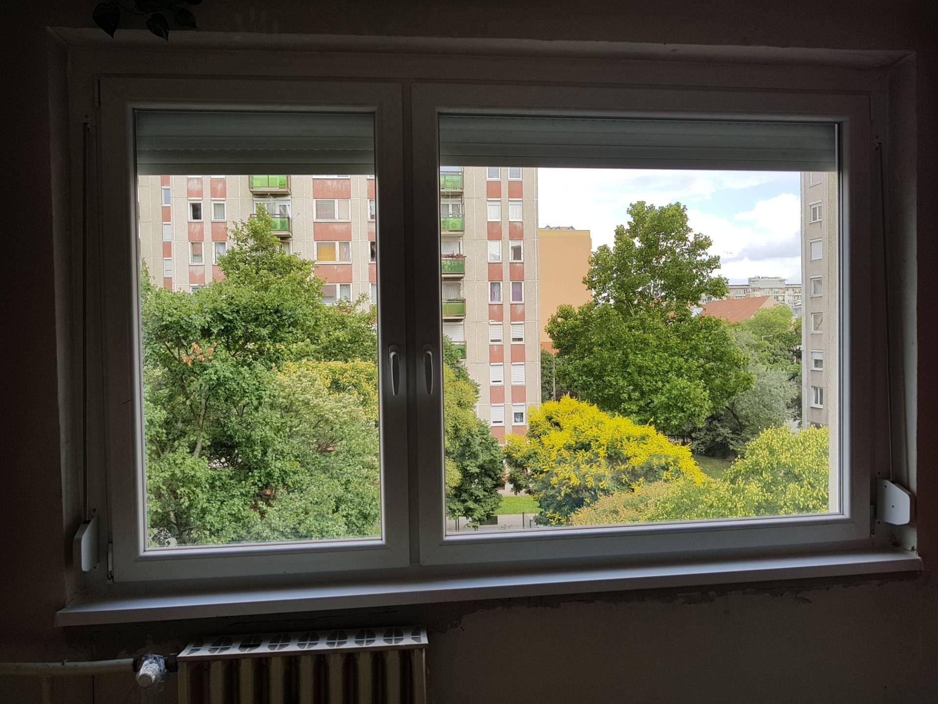 Ablakcsere panelben