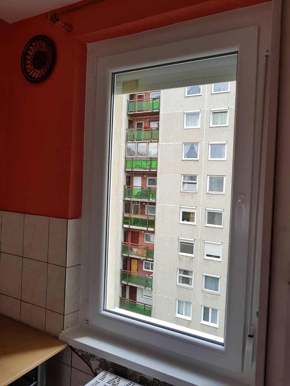 Új ablak panelben