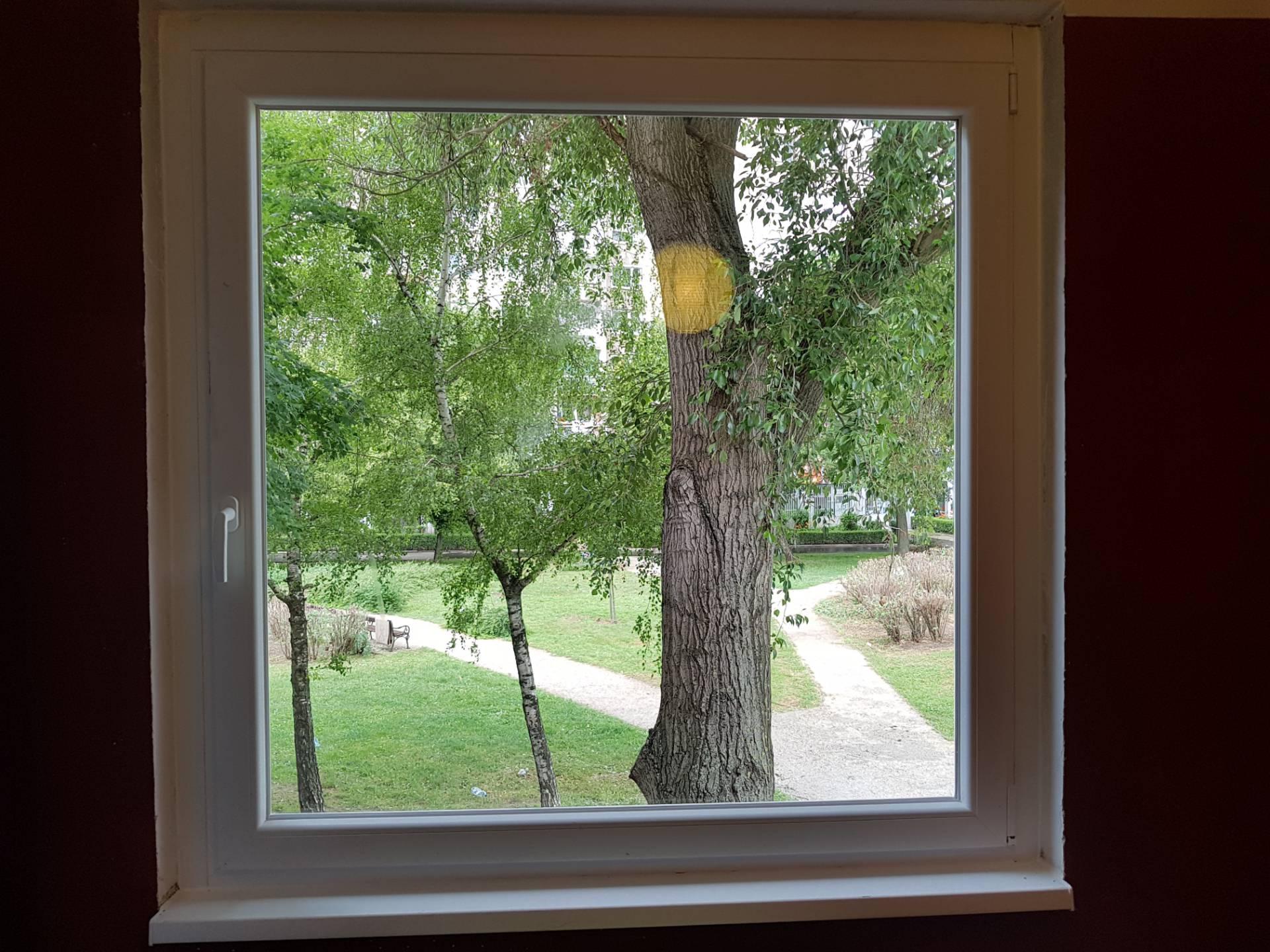 Stílusos fehér ablak