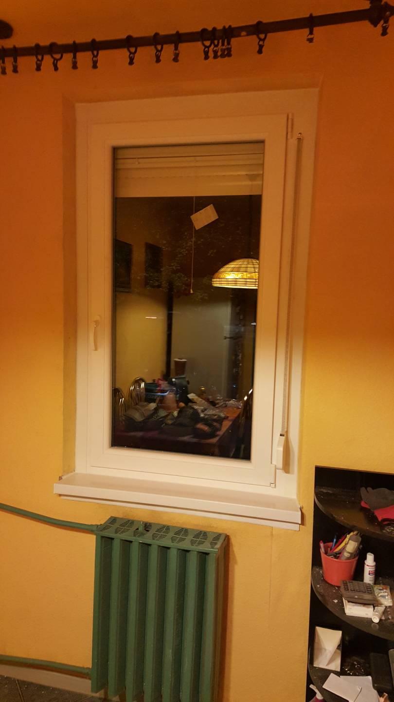 Panel lakás modern ablakkal