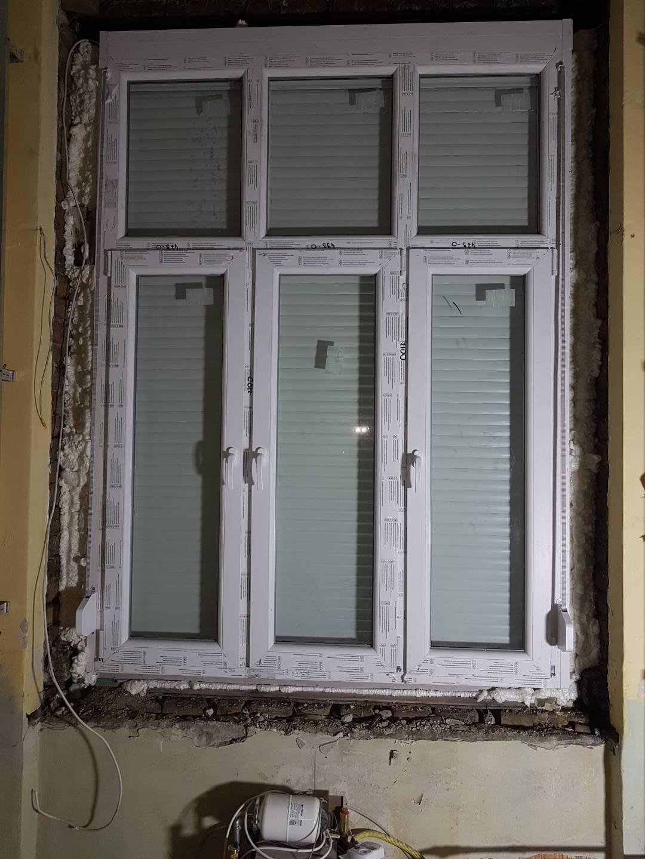 Ablakcsere redőnyökkel tégla lakásban