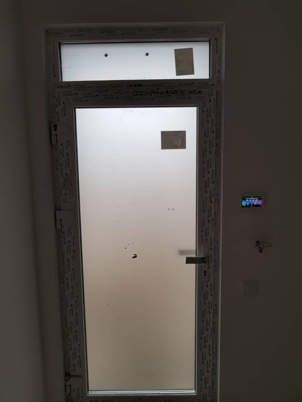 Homályos ajtó