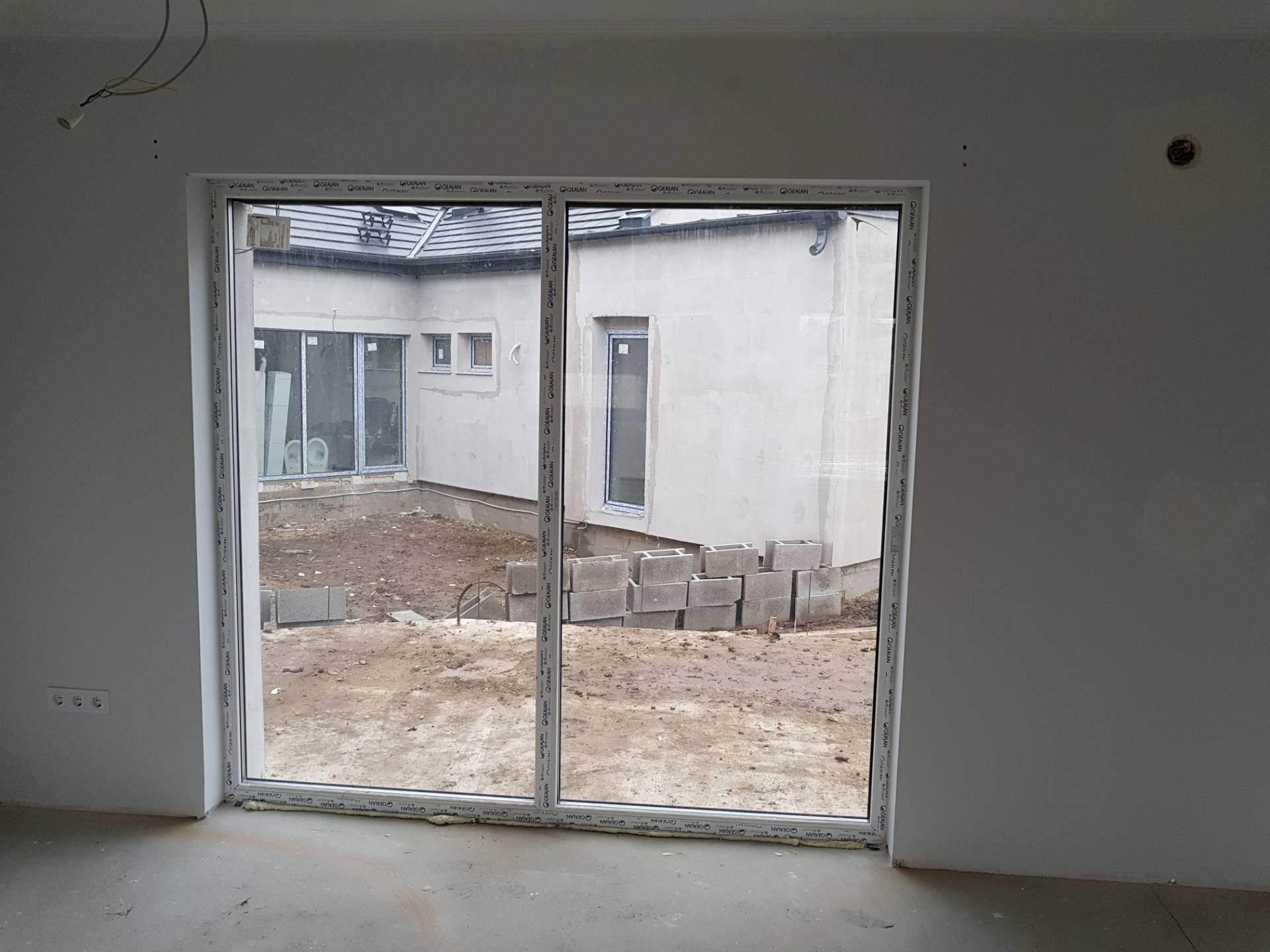 Új falnyílásba építés 2