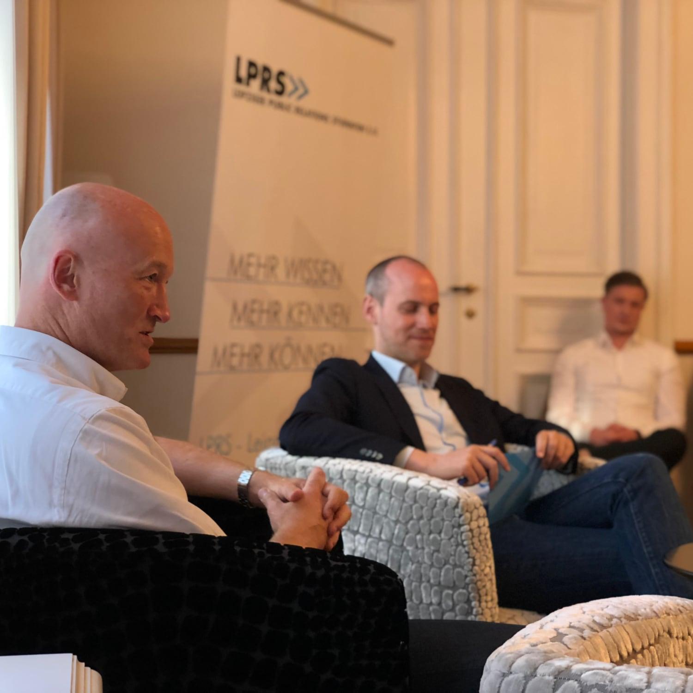 Blick auf die Sprechenden beim PR-Salon mit Harald Kinzler