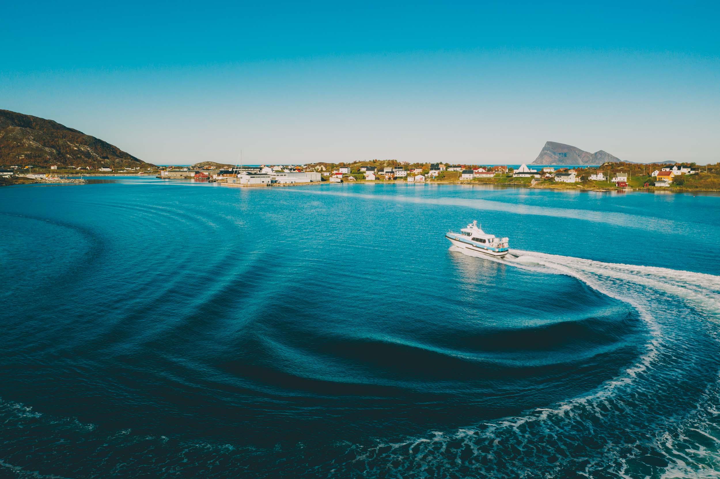 Sommarøy Sea Family på båttur på Sommarøy