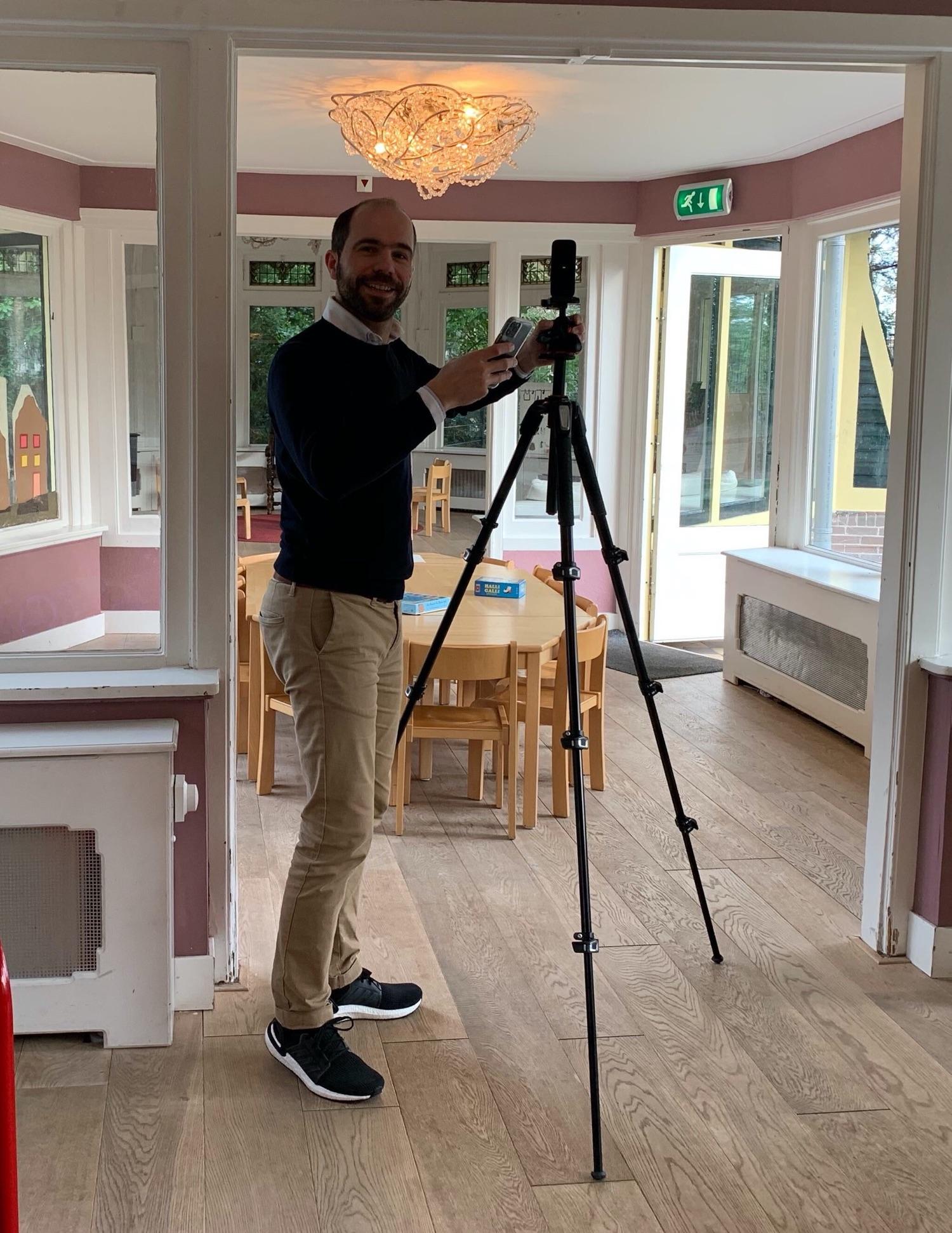 Wouter maakt 360 graden foto bij een Procademy klant