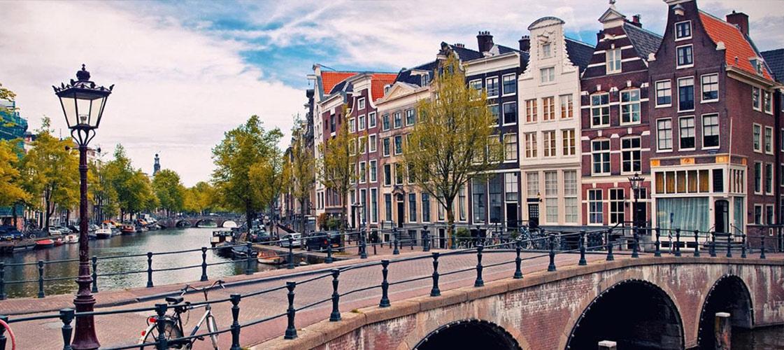 Ontwikkeling platform lokale adressen voor Expats
