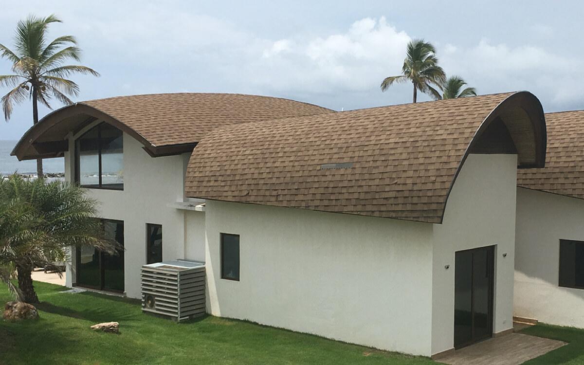 Ejemplo de Teja Asfaltica Cambridge Earthtone Cedar utilizado en el techo (2)