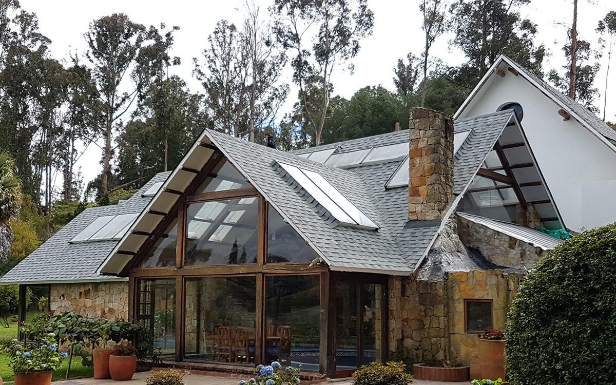 Ejemplo de Teja Asfaltica Cambridge Dual Grey utilizado en el techo (3)