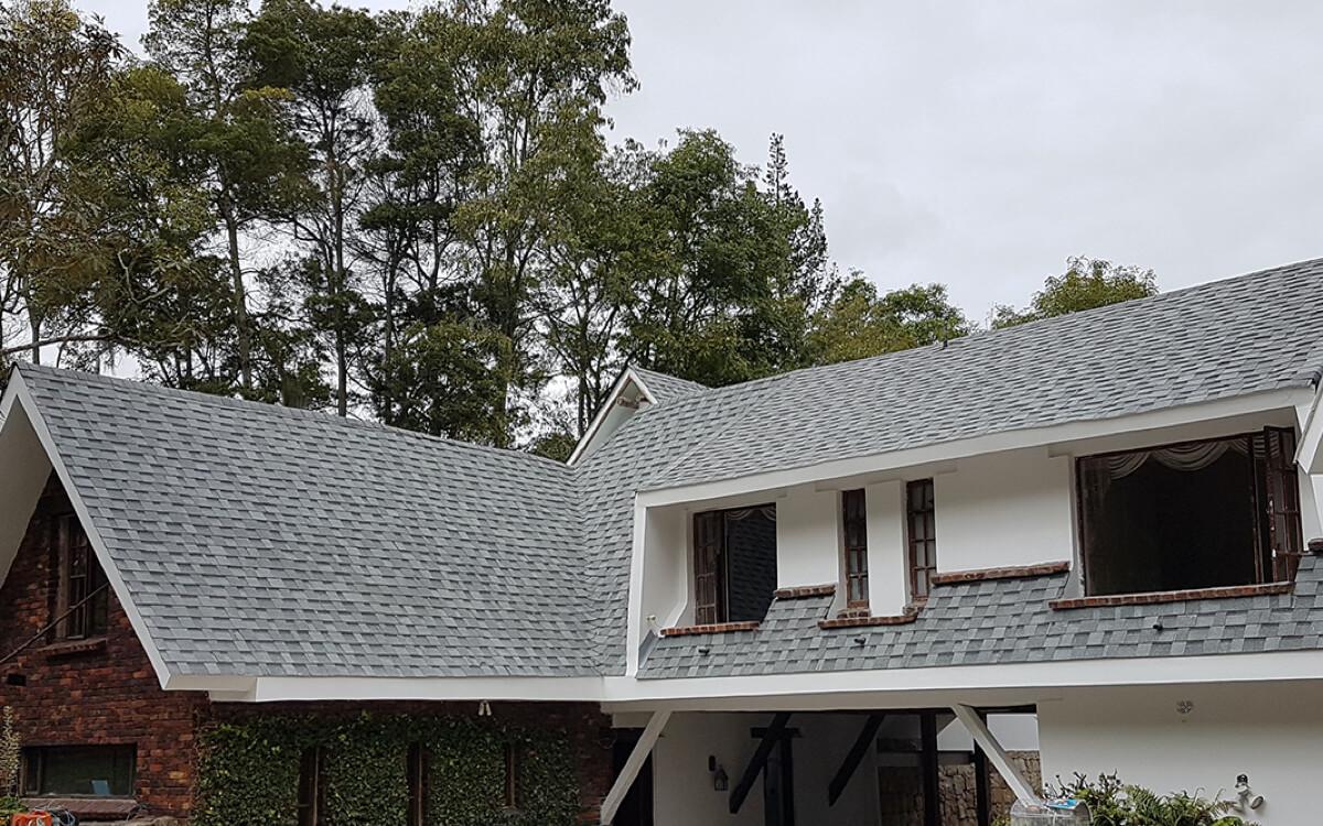 Ejemplo de Teja Asfaltica Cambridge Dual Grey utilizado en el techo (4)